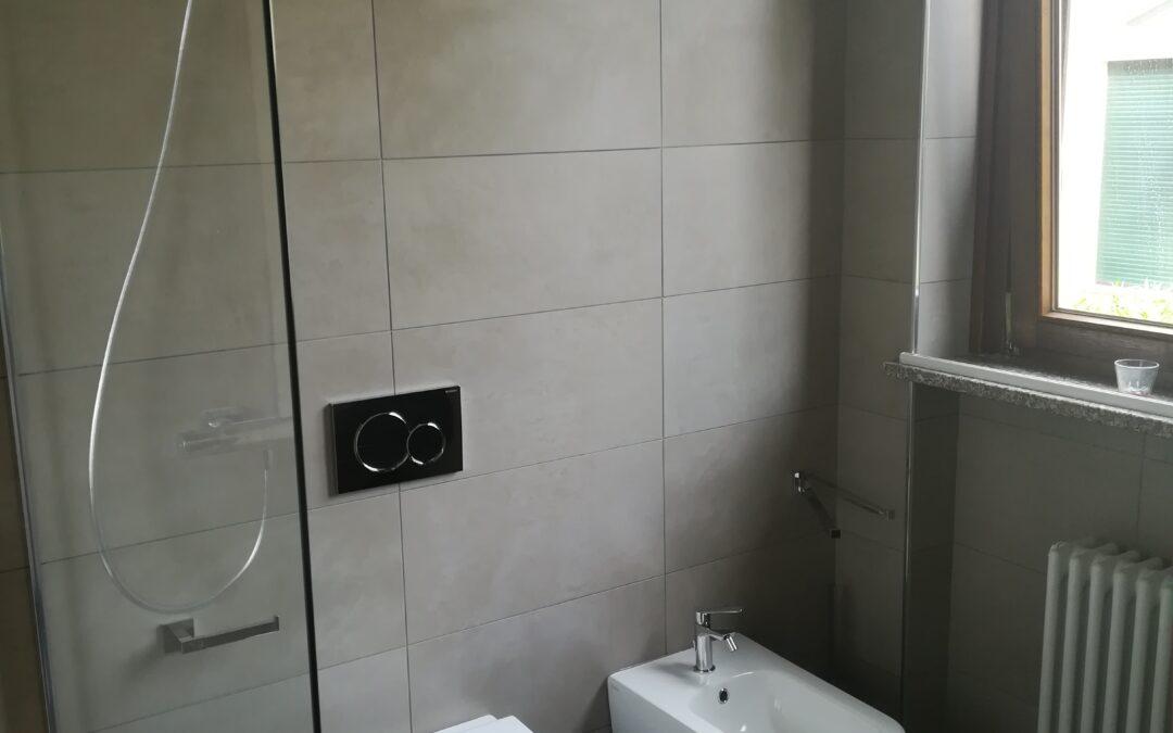 Effetto resina spatolata in un bagno a Legnano (MI)